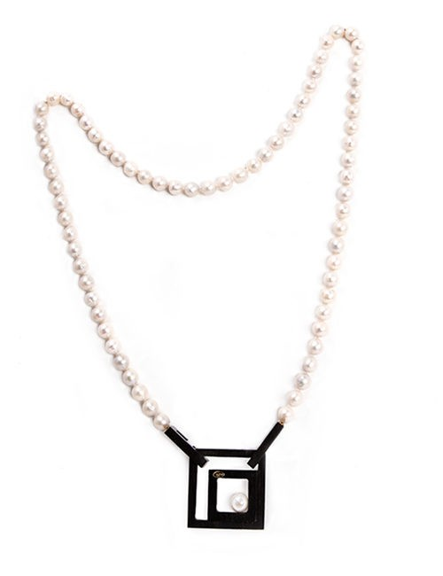 Pearl Necklace With Black Rectangle Pendant