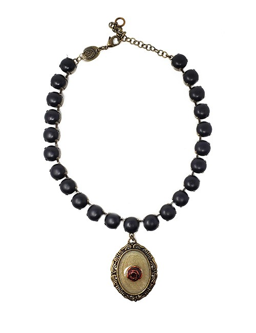 Necklace French vintage design with pressed enameled pendant with resin pearl chain Black/brass