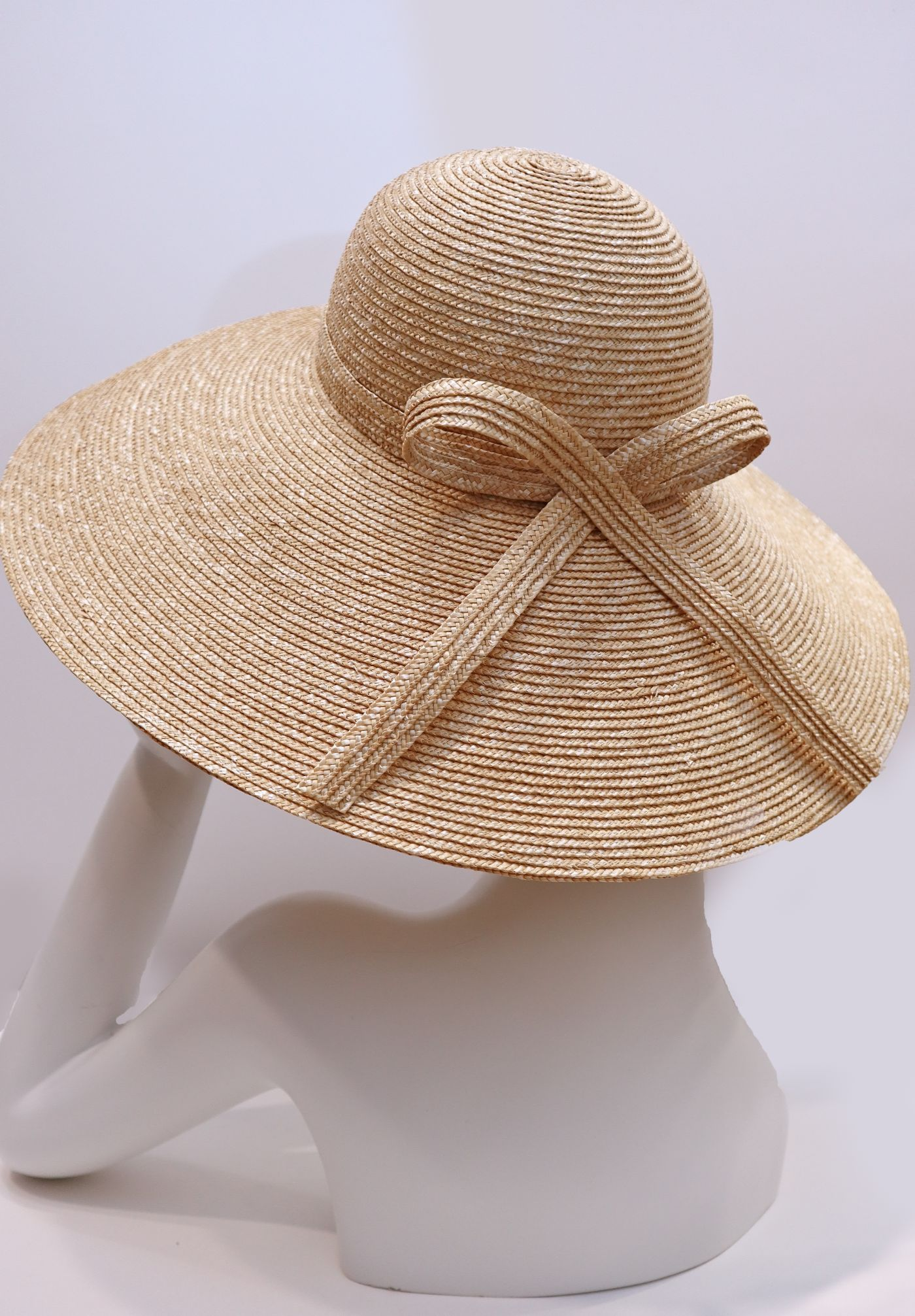 Hat wide brim straw hat with contemporary bow natural