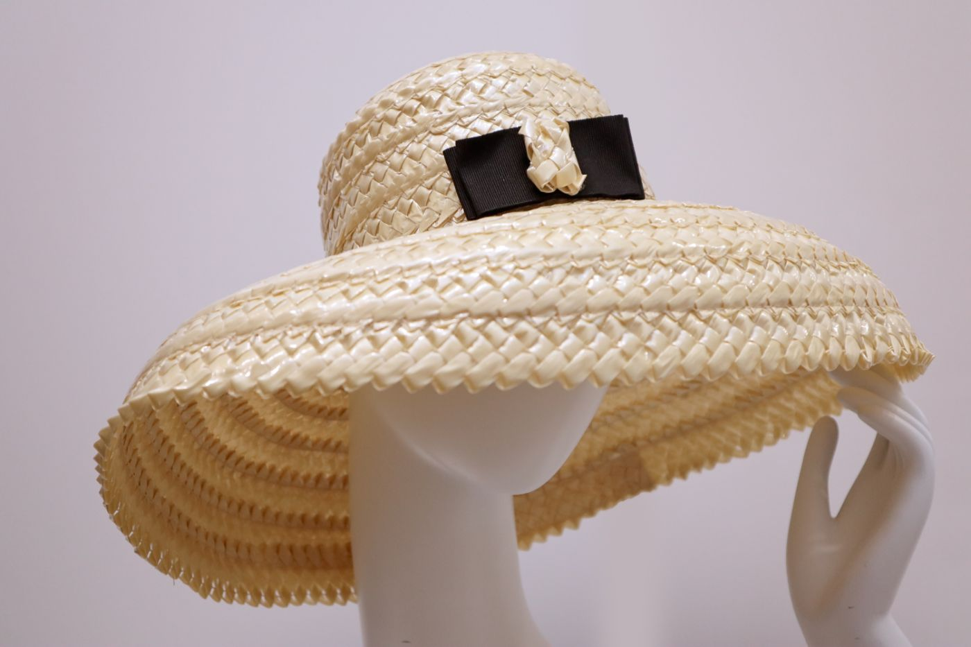 Hat oversized rascello cloche garnished with a silk bow Wheat