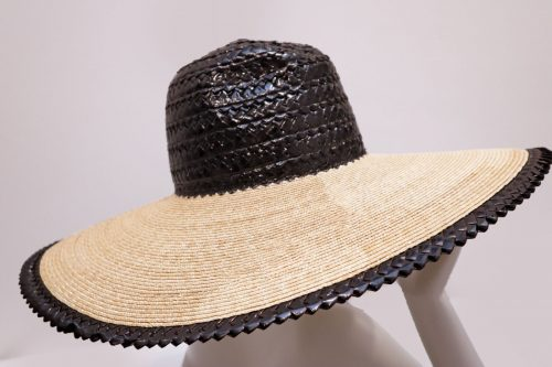 Hat Wide brimmed stitched straw hat with head and edged made with rascello black/natural