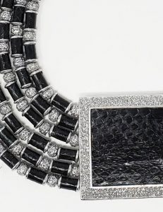 Marilyn sprayed silver and python necklace black/silver